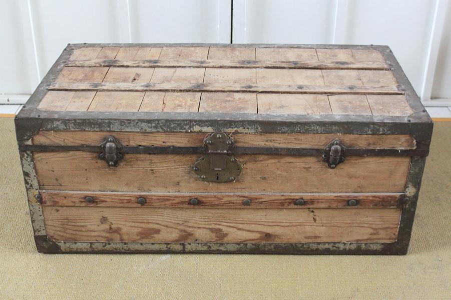 Dominique antiguo ba l de madera y herrajes - Baules antiguos de madera ...