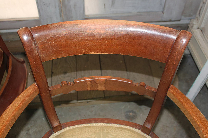 Detalle del barniz deteriorado por el uso