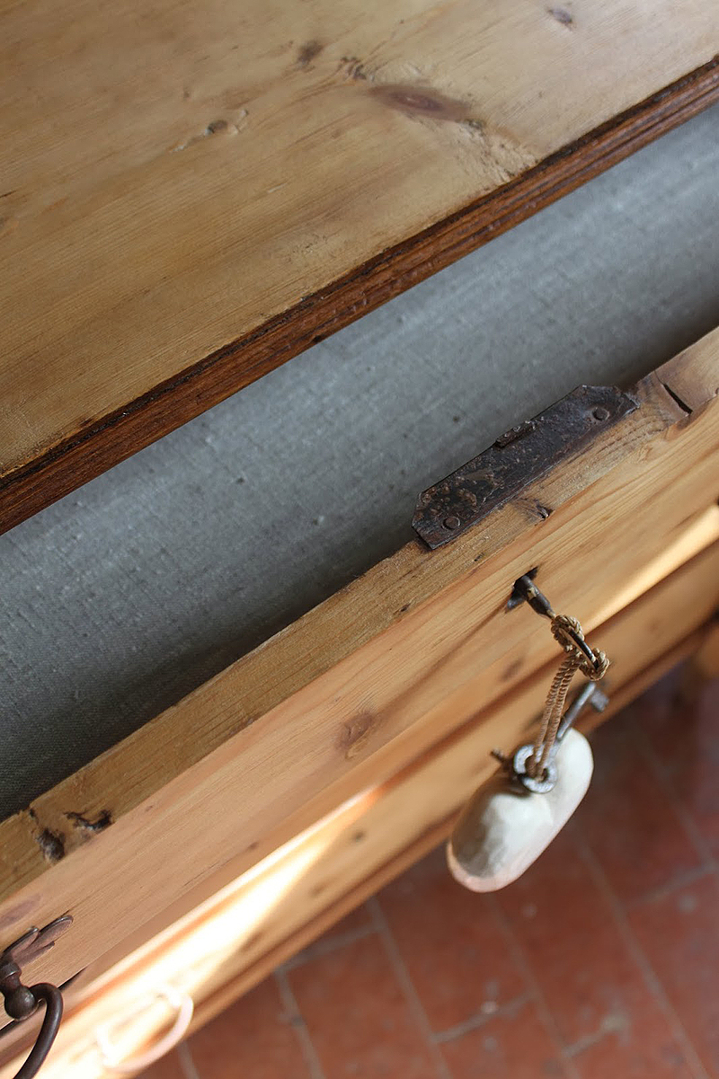 El interior de los cajones se forró con lino