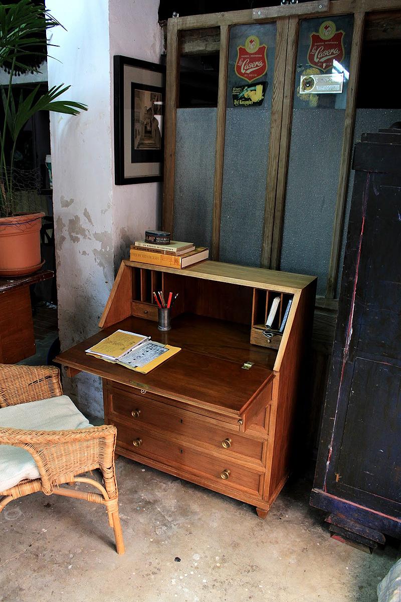 Decapar un mueble antiguo como decapar madera imagenes escritorio vintage tallado en decapado - Decapar muebles antiguos ...