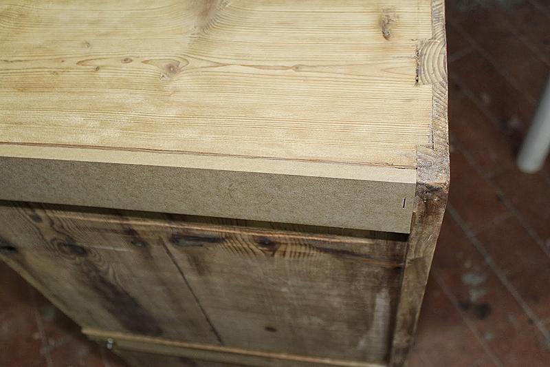 Las guías de los cajones estaban estropeadas por el uso y hubo que reconstruirlas