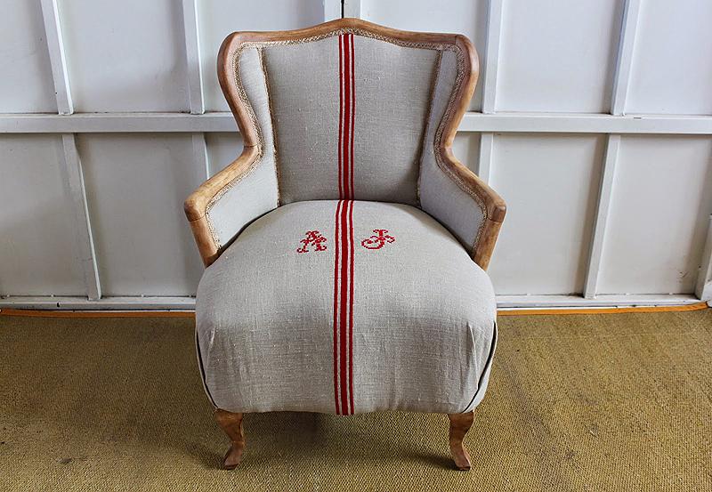 Resultado de la restauración y retapizado en lino natural