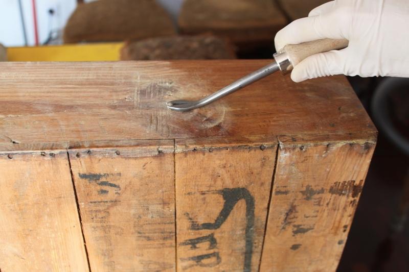 El primer cajón conservaba los herrajes originales. En el resto hubo que colocar dos reproducciones basadas en los primeros