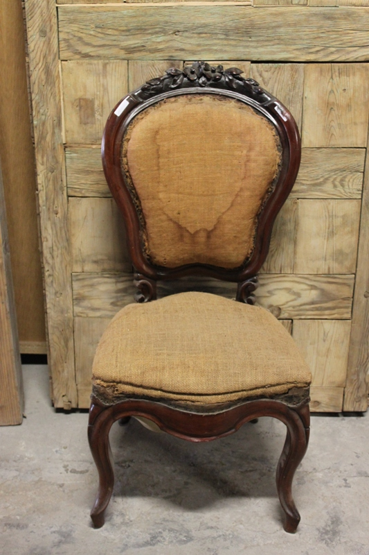 Estado antes de la restauración. Una silla original del s. XIX de herencia familiar puede tener mucha vida